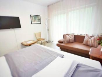 Doppelzimmer-Komfort-Ensuite Dusche-Balkon-Gartenblick