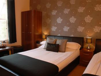 Double room-Shared Bathroom- (Room Only)