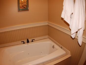 the jacuzzi bath in Luxury King (Room 11 and Room 4)