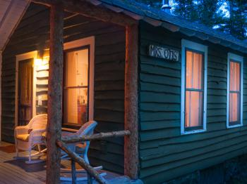 Cabin-Ensuite-Traditional-Woodland view-Mrs. Otis - Base Rate