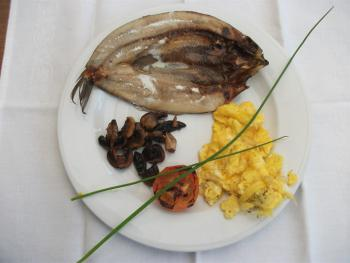 A particular request.  Fresh kipper, scrambled egg, mushroom and tomato, cooked to order