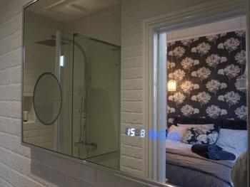 En-suite shower for double room with king size bed - Chess