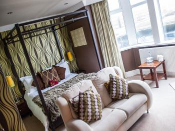 King-Ensuite-Balcony-Four Poster