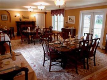 Dining Room where full hot breakfast is served each morning.