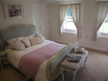 Double-Cottage-Ensuite with Shower-The Pink Room