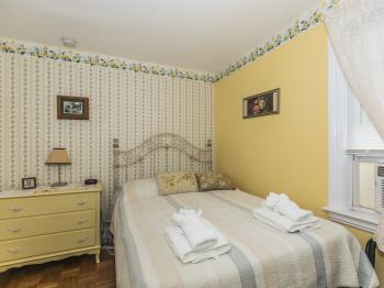 Double room-Ensuite-Standard-Sunny Corner Room - Base Rate