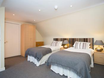 Twin room-Superior-Ensuite with Shower-Sea View-BENNACHIE - Base Rate