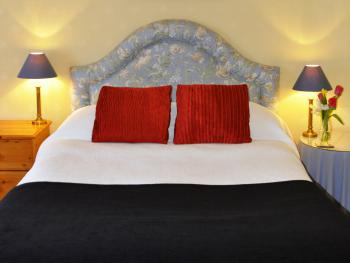 Classic Double Room - Ensuite - Coach House - Bed & Breakfast