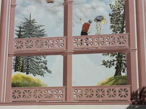 Dipinto sulla facciata ovest dell'edificio
