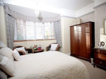 Double room-Classic-Ensuite with Shower-Double room - Base Rate