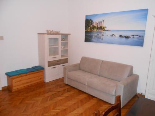 Soggiorno, parete con divano letto