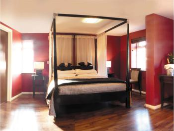 Savoro Restaurant with Rooms - Modern Four Poster Master