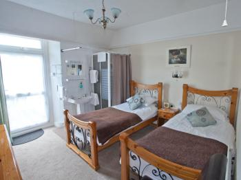 Twin room-Ensuite with Shower-Private Court Yard