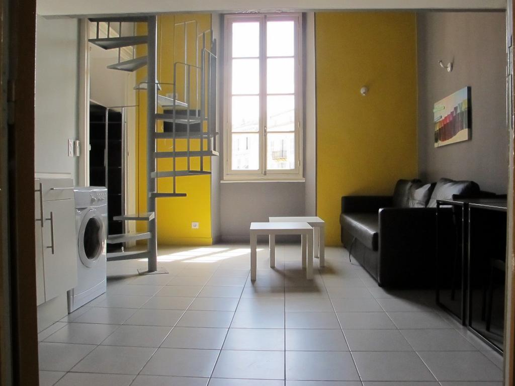 Studio 9 Porte Jaune