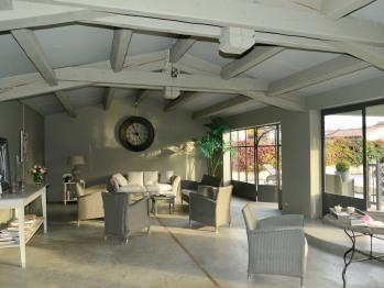Le pool house pour se détendre à La Maison de Line