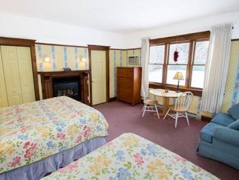 North Cottage-Queen-Ensuite with Jet bath-Romantic-Garden View