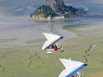 """Découvrez la Baie du Mont-Saint-Michel comme l'oiseau, disponible dans """"ajout d'extras"""" au moment de votre réservation"""
