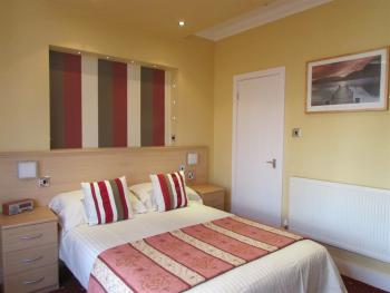 Family room-Ensuite-Sleeps 5