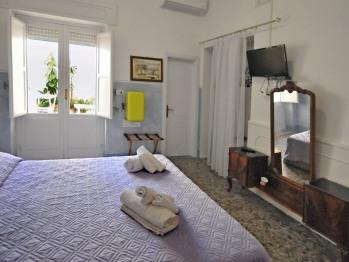 Camera doppia-Comfort-Bagno in camera con doccia-Vista sul cortile-Camera TRAMONTANA