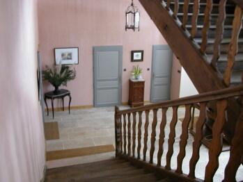 Le hall d'entrée vu de l'escalier.