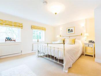 Suite-Ensuite with Bath-Valley suite 1-4 guests - Base Rate