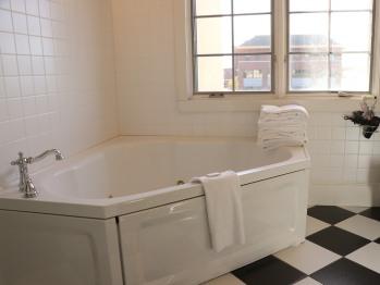 Queen Suite Room - Double Whirlpool Bath