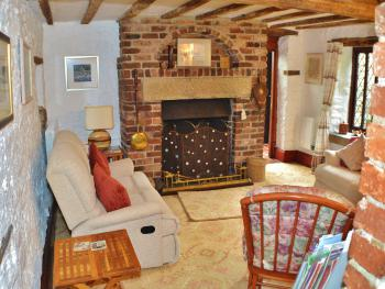 Church Villa B&B - Guest lounge - log fire in season