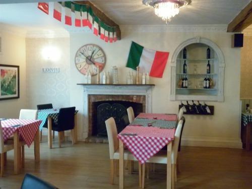 Rustic Italian restaurant/ Breakfast room