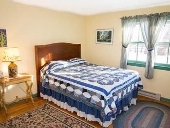 Room 20-Queen-Ensuite with Shower-Standard-Garden View