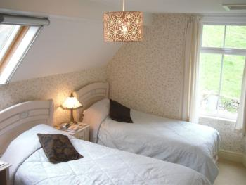 Twin room-Private Bathroom-Honeypot Cottage