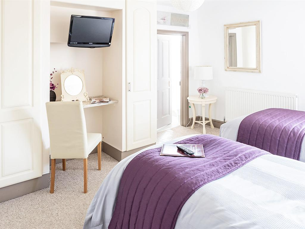 Twin room-Ensuite with Bath