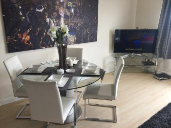 Finlay Drive City View Apartment - Open plan Dinning area