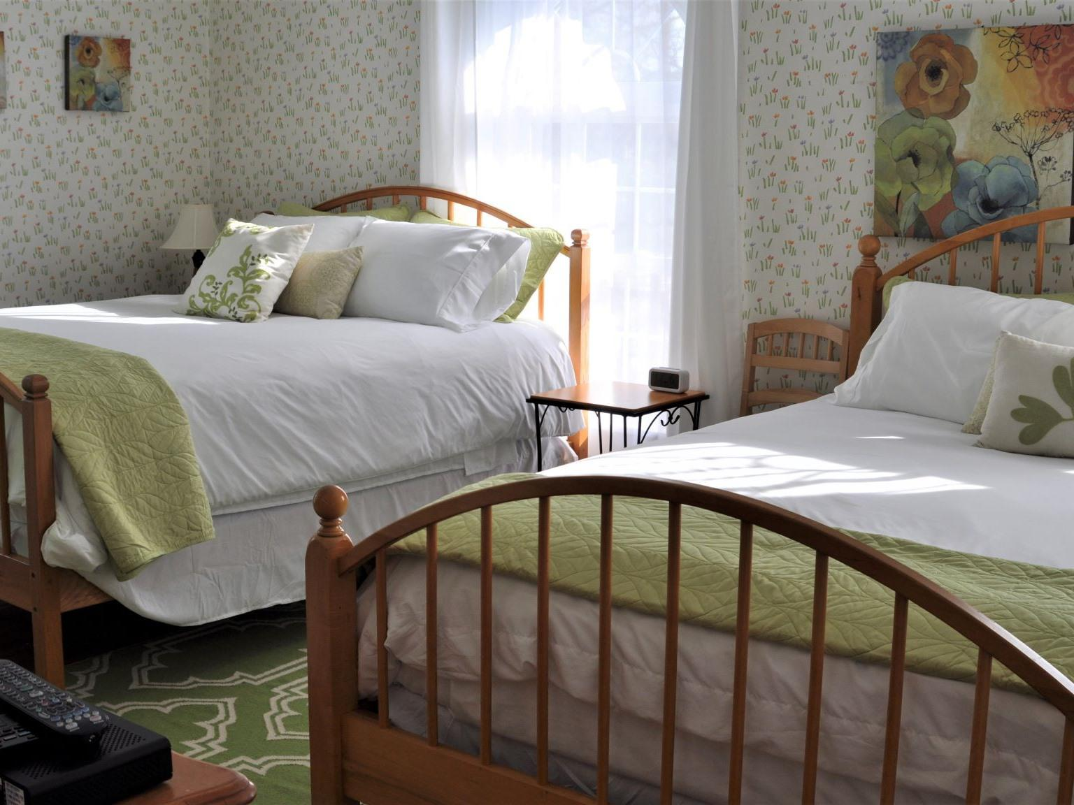 Quad room-Ensuite-Deluxe-Garden View-Room 3: Spring Room - Base Rate