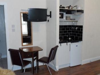 Apartment-Ensuite-Sleeps 6