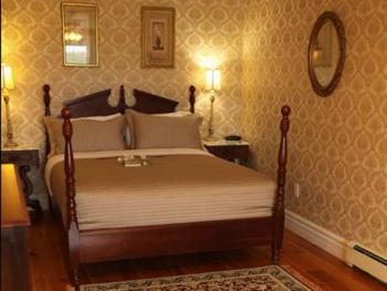 Triple room-Ensuite-Deluxe-Honeymoon Suite