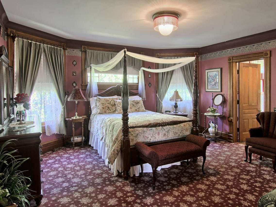 Blossom Room-Standard-Queen-Ensuite