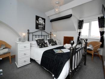 Ellies Guest House - Room 8 - Double en-suite