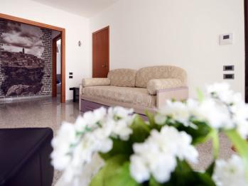 Ingresso appartamento con 2 camere da letto