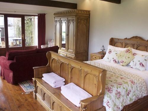 King-Suite-Ensuite with Shower-Garden Suite Ground Floor