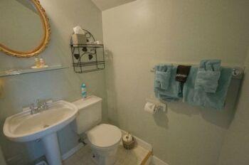 Bathroom Guest Room #4
