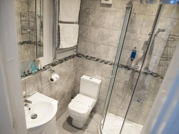 Victoria - Shower and Toilet