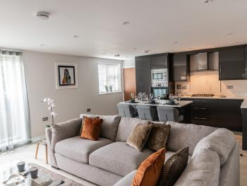 Ivory Lodge (Kennet Serviced Apartments) - Living Area/Kitchen