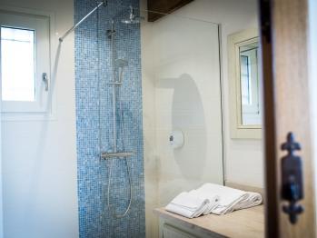 """Chambre d'hôtes """"Les Hortensias"""" (Supérieure) - La salle de bain - Domaine le Clos du Phare"""
