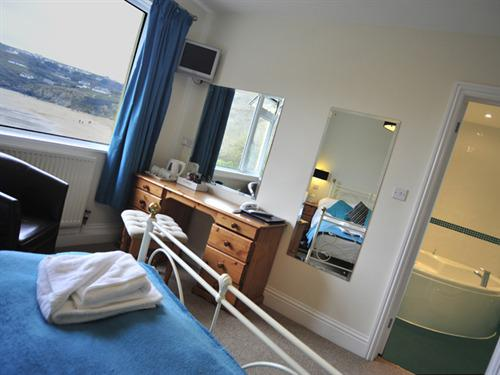 Double room-Ensuite-Sea View-(Shower and Jacuzzi Bath)