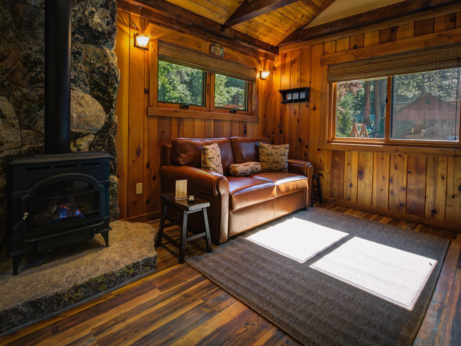 Anniversary Suite #15-Cabin-Ensuite with Jet bath-Luxury-Garden View - Base Rate