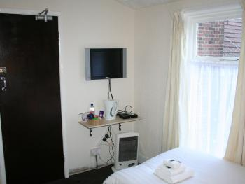 Family room-Shared Bathroom-Interconnecting-5 Persons