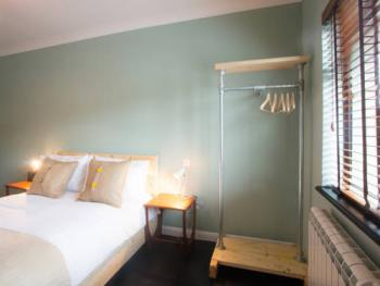 Double room-Deluxe-Ensuite with Bath-Street View - Base Rate