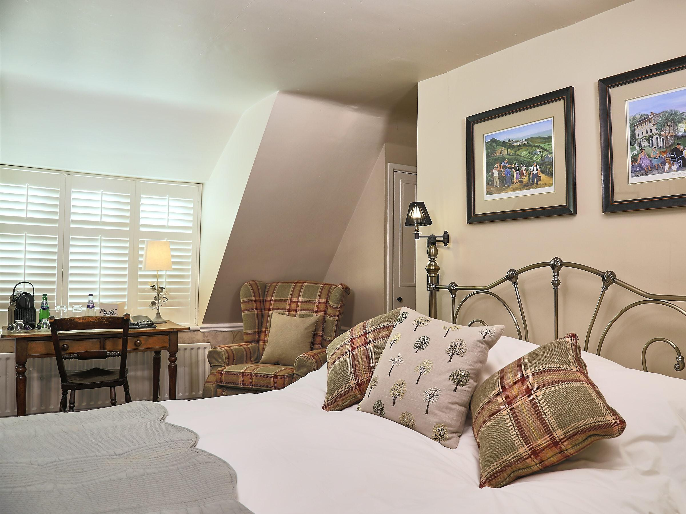 Double room-Classic-Ensuite with Bath-The Chestnut - Base Rate