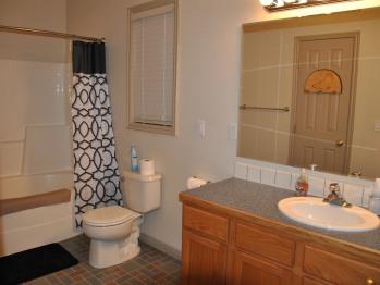 JT Train Room En-Suite Bathroom