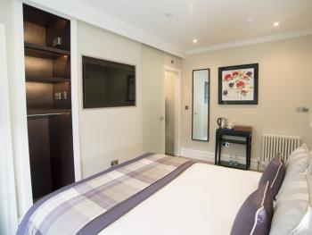 King-Classic-Ensuite (Small Room) - Breakfast Included
